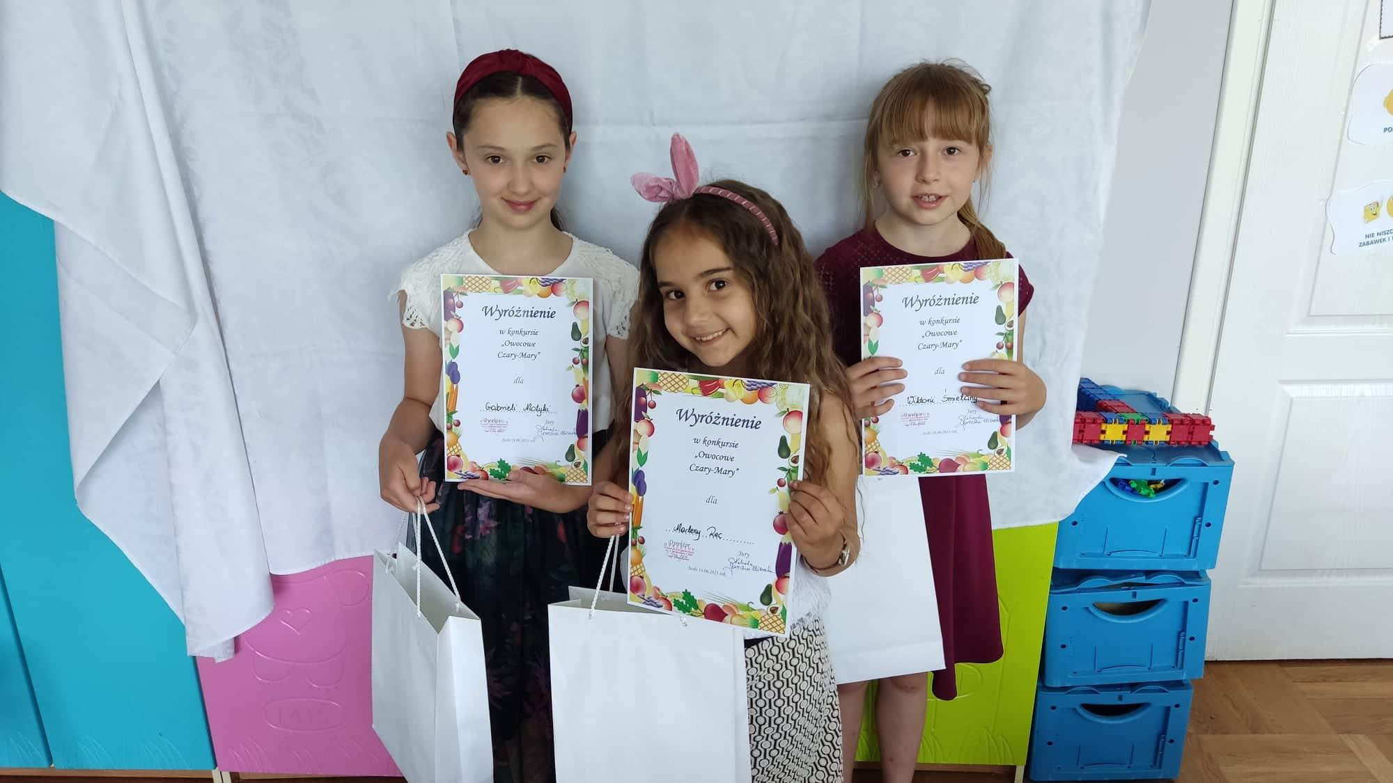 """Wyróżnienie dla naszych uczennic w konkursie """"Owocowe Czary Mary"""""""